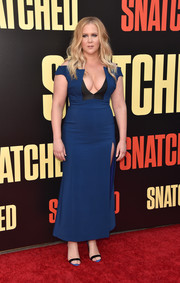 Amy Schumer coordinated her dress with a pair of blue and black slingbacks by Giuseppe Zanotti.