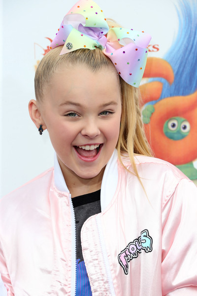 More Pics of JoJo Siwa Bomber Jacket (1 of 2) - Outerwear Lookbook - StyleBistro [child,pink,ear,smile,party supply,hair accessory,party hat,happy,headgear,fashion accessory,arrivals,jojo siwa,trolls,california,regency village theatre,20th century fox,westwood,premiere,premiere]