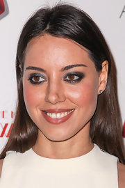 Aubrey Plaza accentuated her eyes with dark shadow when she attended the premiere of 'A Glimpse Inside the Mind of Charles Swan III.'