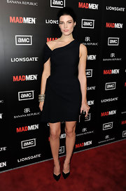 Jessica Pare heated up the red carpet in this asymmetrical LBD for the 'Mad Men' season premiere.