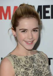 A subtle glossy lip kept Kiernan Shipka's red carpet look age-appropriate and youthful.