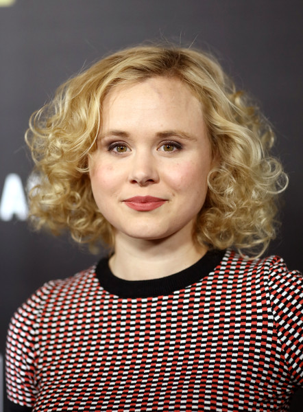 Alison Pill sported a voluminous curly 'do at the premiere of 'The Night Manager.'