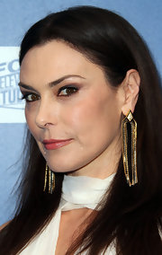 Michelle Forbes added a decorative touch to her look with gold chain embellished earrings.