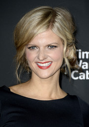 Arden Myrin fixed her hair in a lovely bobby-pinned updo for the premiere of 'The Walking Dead' season 4.