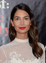 Lily Aldridge finished off her beauty look with a gorgeous red lip color.