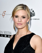 Maggie Grace complemented her hairstyle with a pair of modern gold dangle earrings.