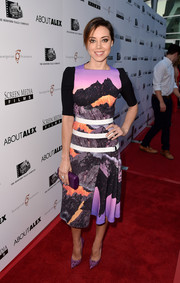 Aubrey Plaza paired her dress with a purple crocodile clutch by Nancy Gonzales.