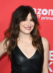 Kathryn Hahn topped off her look with messy-chic waves when she attended the premiere of 'I Love Dick.'