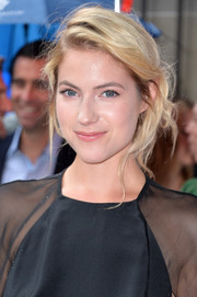 Laura Ramsey looked lovely at the 'You are Here' premiere with her messy chignon.
