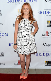 Andrea Bowen sported a girly silhouette in a fit-and-flare black-and-white print dress during the premiere of 'Bridegroom.'