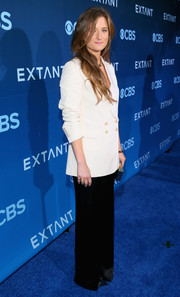 Grace Gummer finished off her menswear-inspired look with black wide-leg pants.