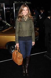 Maria Menounos looked fab in earth tones, carrying a cognac leather tote. The purse looked perfect with an olive jacket and brown boots.