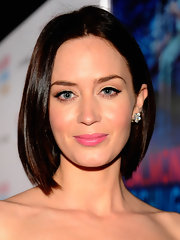 Emily Blunt wore a vivid pink satin finish lipstick at the premiere of 'Salmon Fishing in the Yemen.'