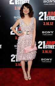 Ellie Kemper added to the girly feel of her embellished dress with a pink envelope clutch.