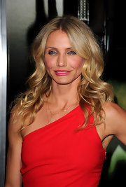 Cameron sizzled in a scarlet Azzaro dress, paired simply with a 14-karat gold Blake necklace.