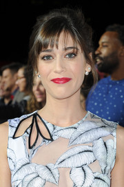 Lizzy Caplan went retro with this loose updo at the premiere of 'The Night Before.'