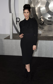 Sarah Silverman matched her blouse with a black pencil skirt.