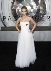 Jennifer Lawrence was a vision in a strapless white corset gown by Christian Dior at the premiere of 'Passengers.'