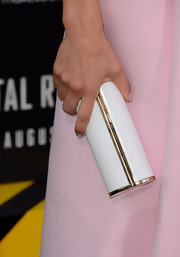 Jessica carried a simply elegant white Jimmy Choo clutch on the red carpet, keeping her look ladylike and demure.