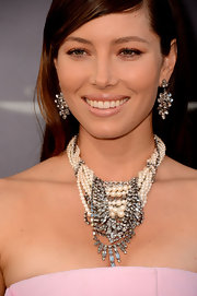 Jessica Biel's statement necklace is a mixed-media delight. We love the twisted mash-up of diamonds and pearls.