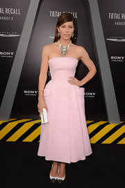 Jessica Biel blew us away at the 'Total Recall' premiere in this blush pocketed tea-length dress.