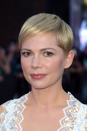 Michelle Williams hit the premiere of 'Venom' wearing her signature pixie.