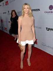 Heather Locklear chose a nude-colored sleeveless frock that featured a full skirt with a white hem.