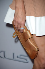 Heather Locklear kept her red carpet carry-all simple and chic with this oversized metallic clutch.