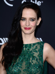 Eva Green's raspberry lipstick contrasted beautifully with her emerald-green dress.