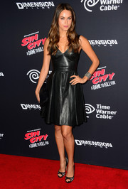Asha Leo looked hot in a fit-and-flare leather LBD during the 'Sin City: A Dame to Kill For' premiere.