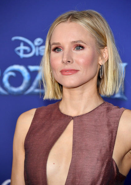 Kristen Bell sported a mildly messy bob at the premiere of 'Frozen 2.'
