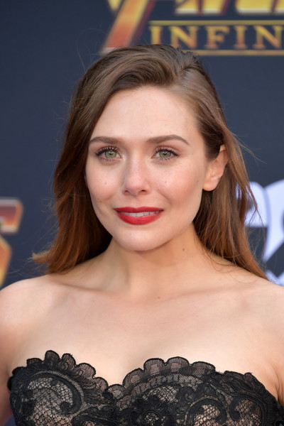 Elizabeth Olsen opted for a simple side-parted hairstyle when she attended the premiere of 'Avengers: Infinity War.'