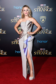 Rachel McAdams brought some Old Hollywood glamour to the premiere of 'Doctor Strange' with this sculptural silver and lilac strapless gown by Atelier Versace.