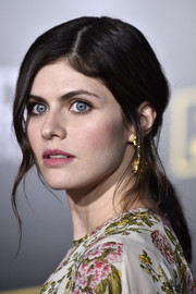 Alexandra Daddario looked romantic and elegant wearing this loose, low ponytail at the premiere of 'Solo: A Star Wars Story.'