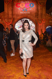 Idina Menzel glittered in a sequin striped dress at the premiere of 'Coco.'