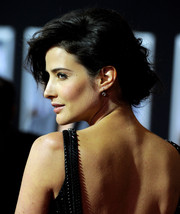 Cobie Smulders oozed romance with her pinned-up ringlets during the premiere of 'Delivery Man.'