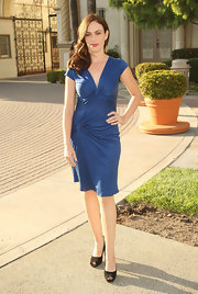 "Maggie chose cornflower blue day dress with knotted details for the premiere of ""Sons of Anarchy."""