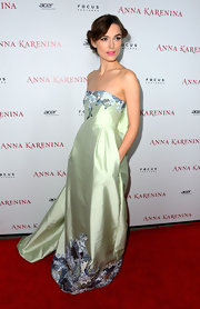 Keira's iridescent embroidered mint dress had a hint of '60s and Eastern influence. Divine!
