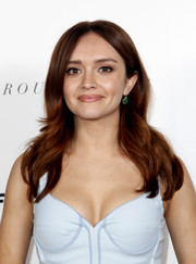 Olivia Cooke was gorgeously coiffed with this flippy, center-parted 'do at the premiere of 'Thoroughbreds.'