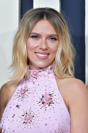 Scarlett Johansson rocked messy-chic waves at the premiere of 'Jojo Rabbit.'