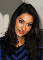 Janina Gavankar's brown eyes stood out big time thanks to her gorgeous smoky eye.