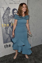 Amy Brenneman went the ultra-sweet route in a slate-blue off-the-shoulder dress with a bowed neckline and a ruffle hem at the 'Leftovers' season 3 premiere.