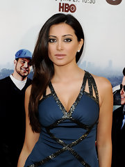 Noureen DeWulf wore her long tresses down at the premiere of 'Entourage.'