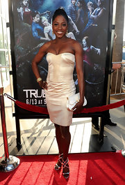 Rutina Wesley showed up on the red carpet sporting a champagne colored strapless dress.