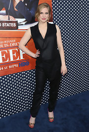 Anna Chlumsky opted for satin jumpsuit for a cool and sleek '70s-inspired look.