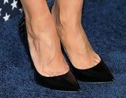 Julia Louis-Drefyus chose a pair of black pumps to top off her monochromatic look at the 'Veep' season 2 premiere.