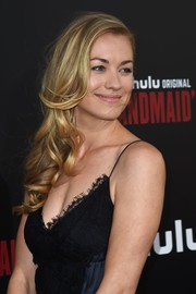 Yvonne Strahovski looked sweet and glam with her side-swept curls at the premiere of 'The Handmaid's Tale.'