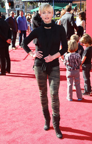 Jaime Pressly looked cozy in her black crewneck sweater, teamed with a scarf, during the premiere of 'The Lego Movie.'