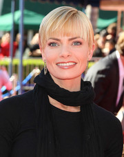 Jaime Pressly seemed to be growing out her undercut, sporting this short, straight 'do with blunt bangs at the premiere of 'The Lego Movie.'