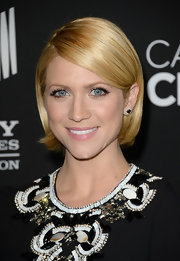 Brittany Snow made her golden bob totally evening-appropriate by curling the ends under just slightly.